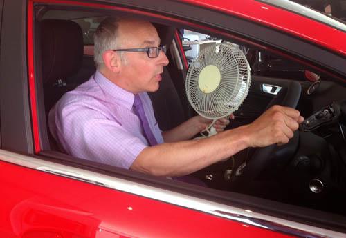 AC Mobil Panas dan Bau